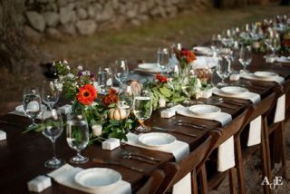 outdoor wedding table setting